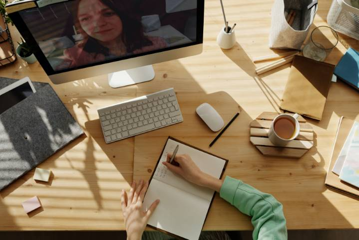 Looking to Hire a Virtual Assistant? Here's Why Direct Hiring Is a Bad Idea